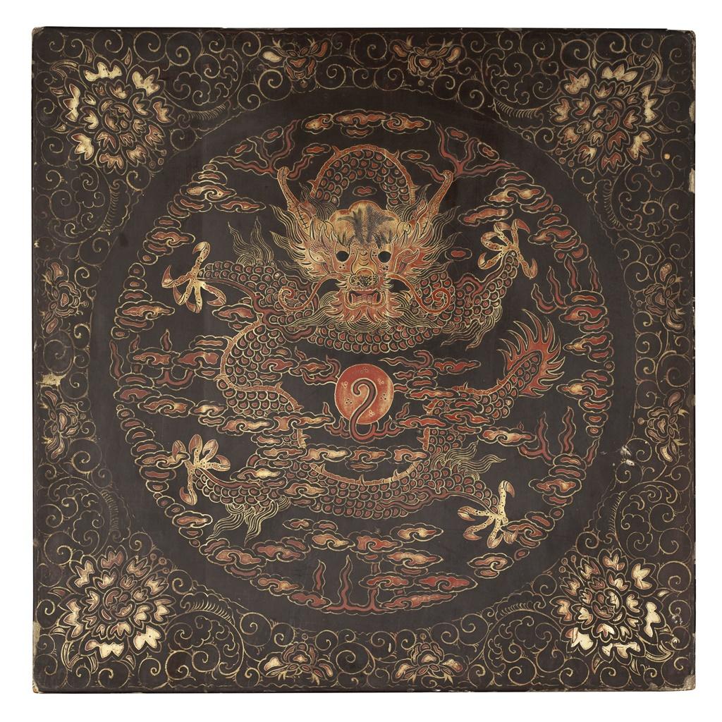 58号 黑漆金彩龙纹袍盒