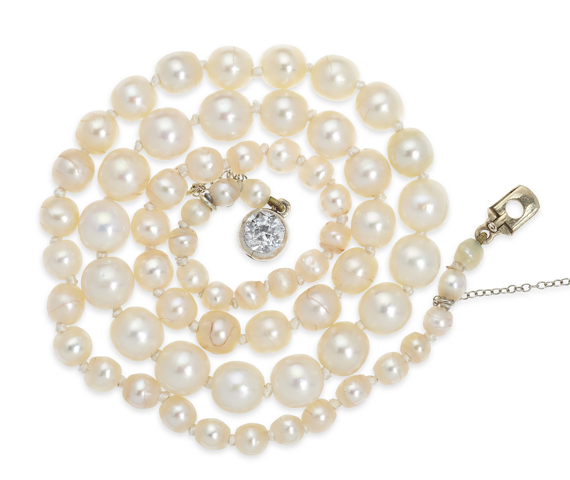 A graduated natural pearl necklace