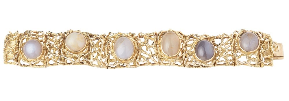A 1960s 18ct gold and agate set bracelet