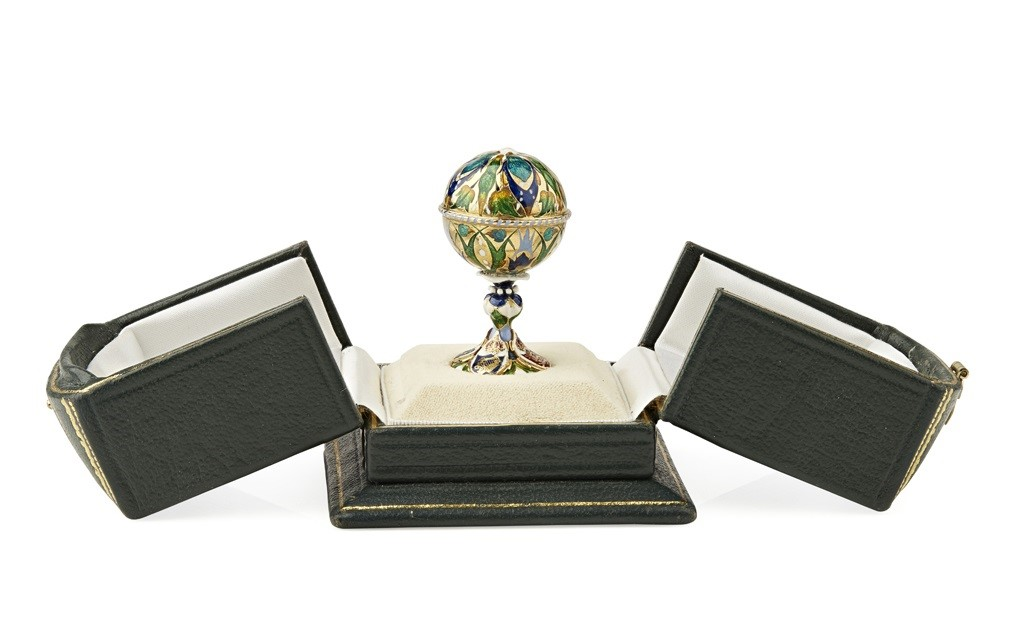 An early 19th century gold and enamel desk seal