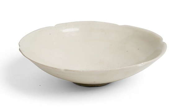 LOT 168 | DING WARE 'FOLIATE' BOWL