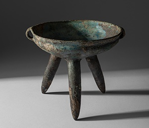 LOT 73 | VERY RARE BRONZE RITUAL TRIPOD VESSEL