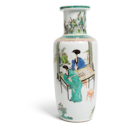 WUCAI 'SCHOLAR AT LEISURE' ROULEAU VASE | LATE MING TO EARLY QING DYNASTY, 17TH-18TH CENTURY
