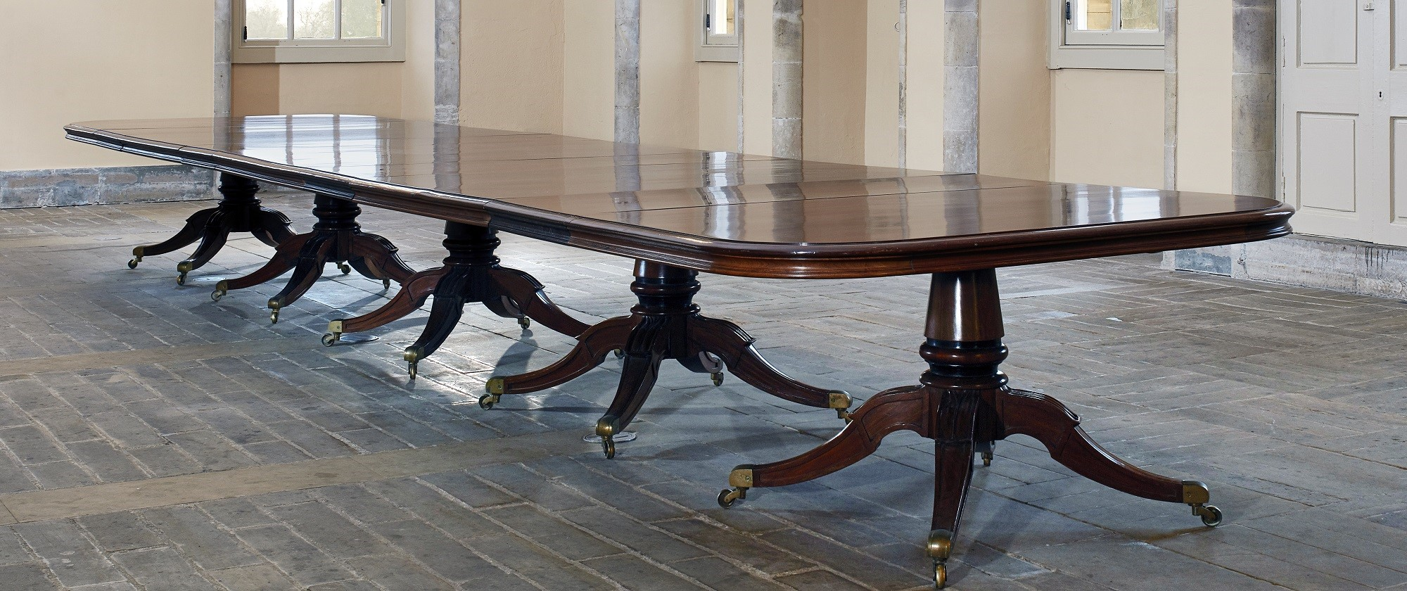 LATE GEORGIAN MAHOGANY FIVE PEDESTAL DINING TABLE