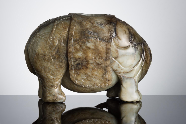 青玉雕象形筆插 | 清18/19世紀 | 估價:1萬-2萬英鎊