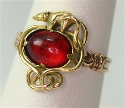 Lot 80 - An antique style ring