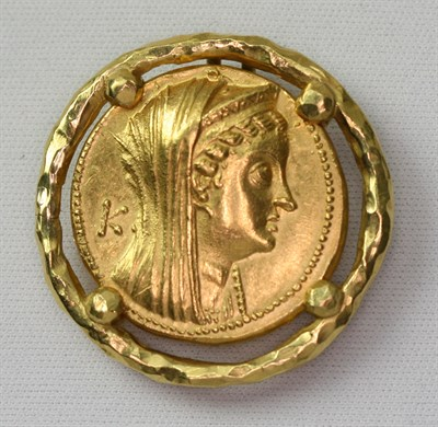 Lot 95 - HOROVITZ - a circular pendant mounted coin