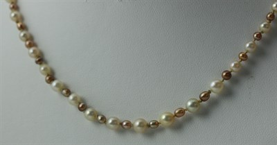 Lot 128 - A graduated two-coloured CULTURED pearl necklace