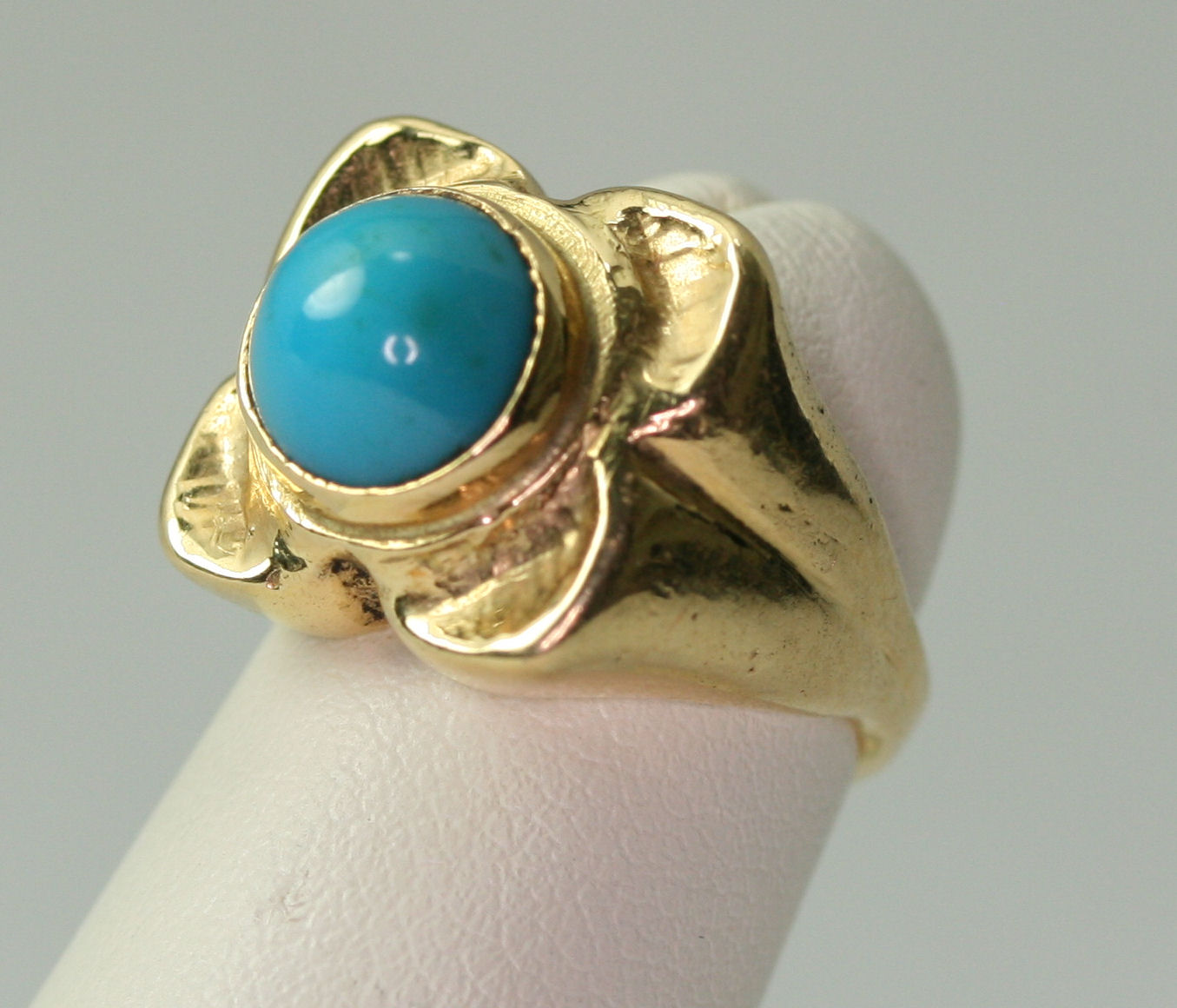 Lot 132 - A contemporary 18ct gold mounted turquoise set ring