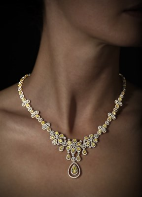 Lot 79 - A yellow and colourless diamond set necklace