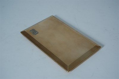 Lot 8 - An Asprey 9ct gold cigarette case