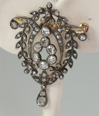 Lot 61 - A Belle Epoque diamond set brooch/pendant