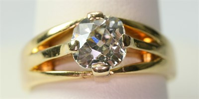 Lot 58 - A gentleman's solitaire diamond ring