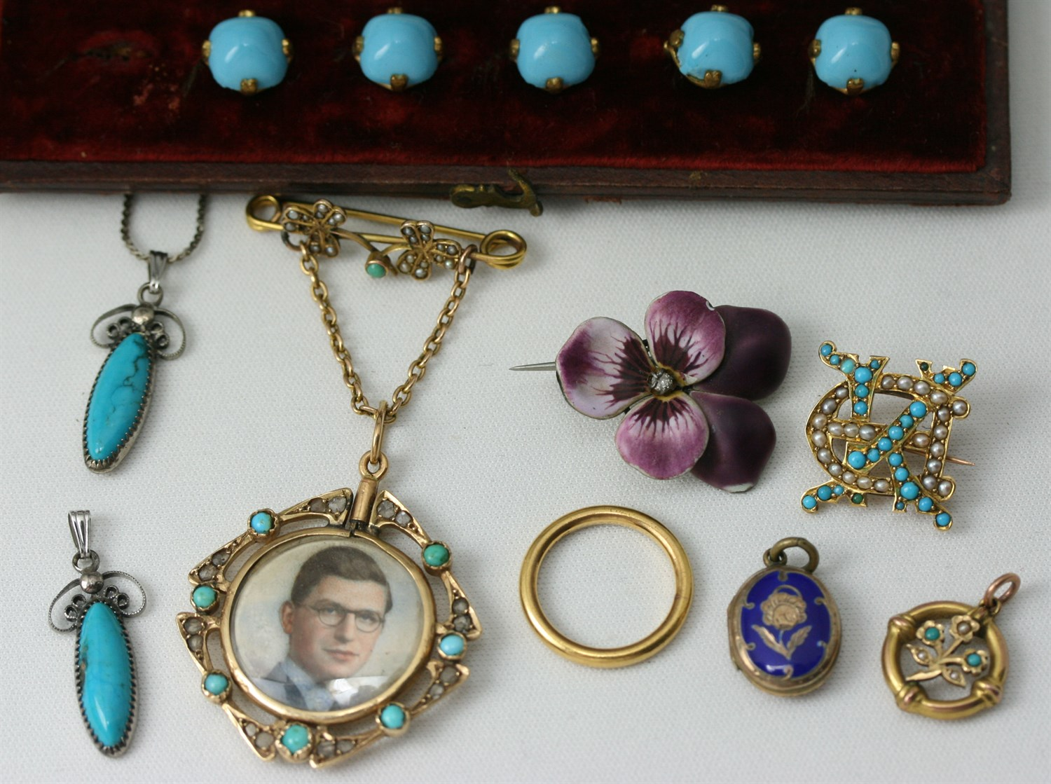 Lot 91 - A collection of items