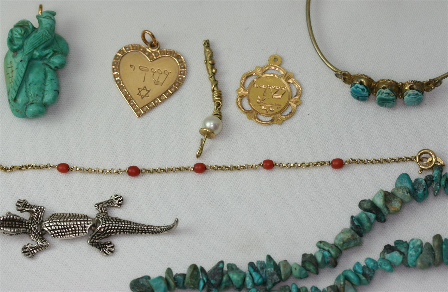 Lot 96 - A collection of items
