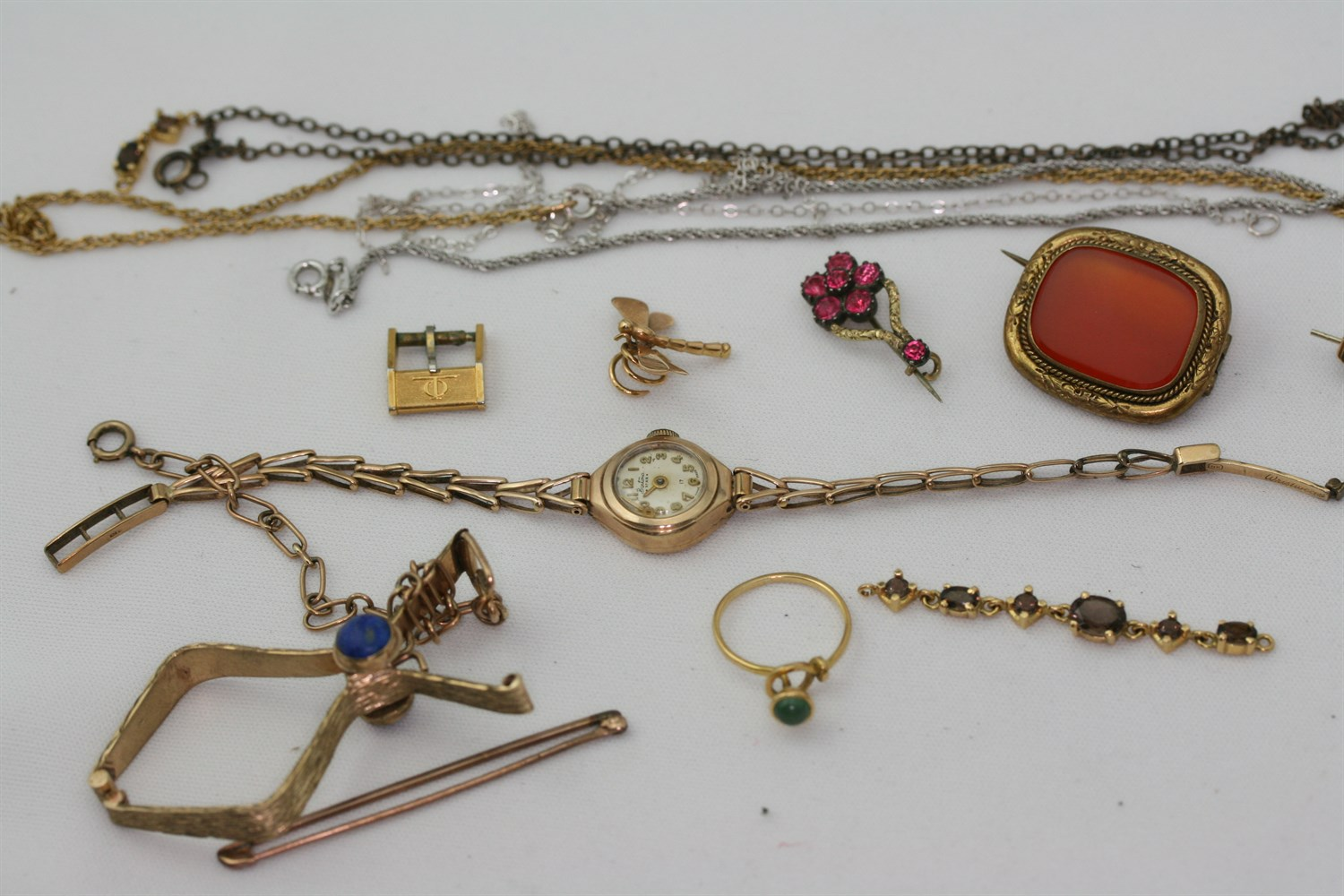 Lot 89 - A collection of items