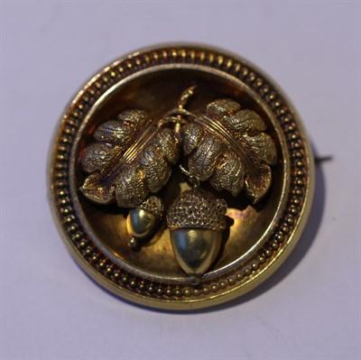Lot 8 - A Victorian gold brooch