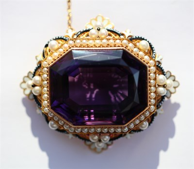 Lot 50 - A fine early 20th century amethyst and pearl set brooch