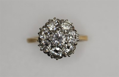 Lot 179 - A diamond cluster ring