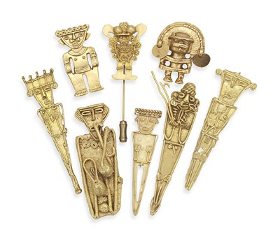 Lot 18 - An interesting group of nine gold and other brooches