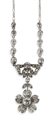 Lot 10 - An early 20th century diamond set necklace