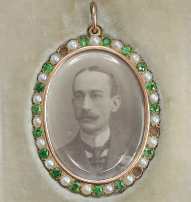 Lot 41 - An early 20th century gold and gem set pendant