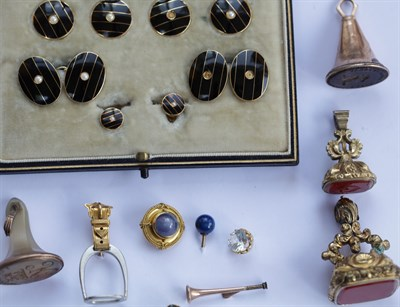 Lot 108 - A collection of gentleman's jewellery to include