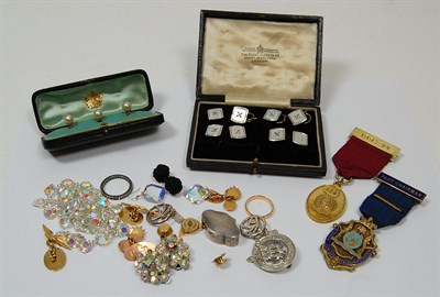 Lot 88 - A collection of gentleman's jewellery to include