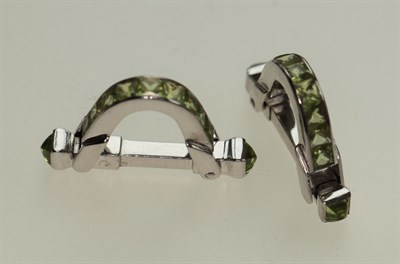 Lot 99 - A pair of peridot set cufflinks