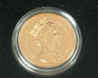 Lot 585 - An Elizabeth II currency £5