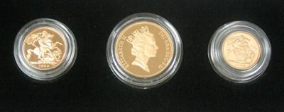 Lot 589 - An Elizabeth II gold three coin proof set
