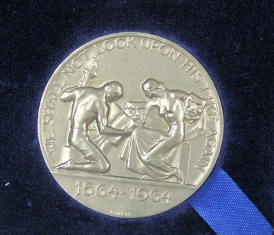 Lot 607 - A platinum William Shakespeare medallion