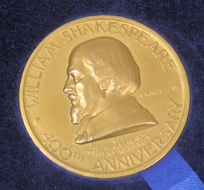 Lot 606 - A gold William Shakespeare medallion