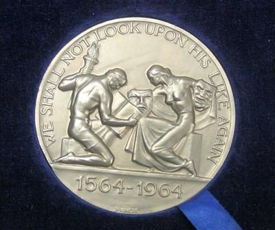 Lot 608 - A platinum William Shakespeare medallion