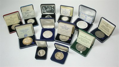 Lot 617 - A collection of modern commemorative medallions