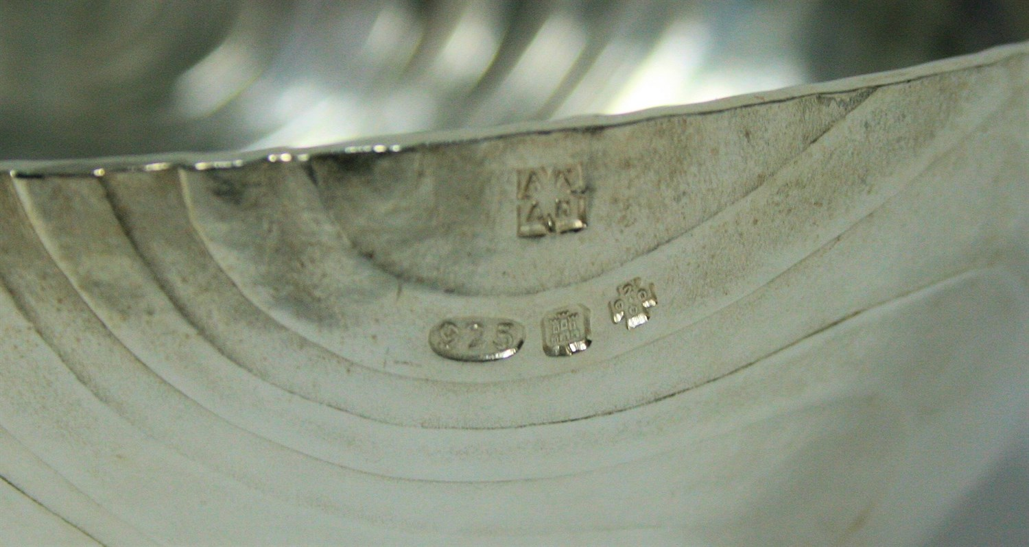 Lot 3 - ADRIAN HOPE - A set of five 'water pattern' nesting bowls