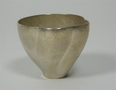 Lot 1 - ABIGAIL BROWN - A contemporary fine silver beaker
