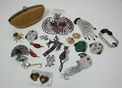 Lot 50 - BUTLER & WILSON - An art deco style brooch