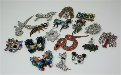 Lot 21 - LILIEN CZECH - a collection of costume jewellery