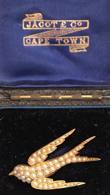 Lot 97 - A 15ct gold seed pearl set brooch
