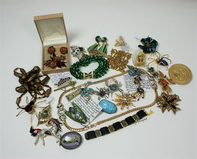 Lot 55 - A collection of costume jewellery