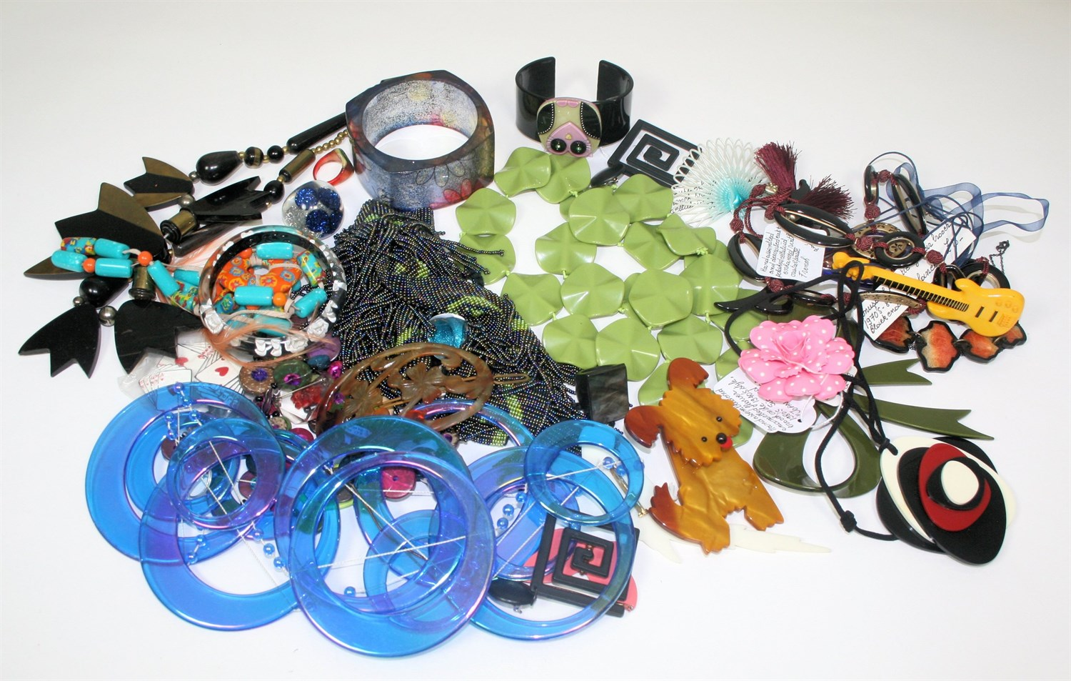 Lot 54 - A collection of plastic costume jewellery
