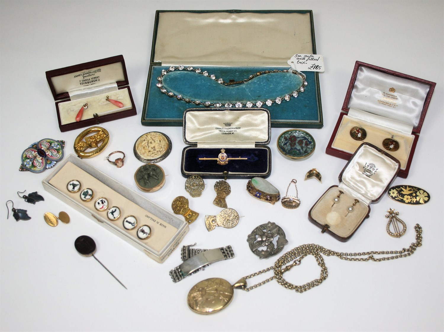 Lot 52 - A collection of items