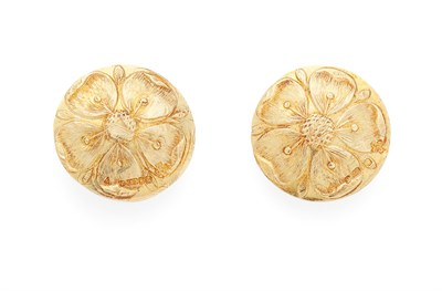 Lot 15 - MALCOLM APPLEBY - A pair of 18ct gold earrings