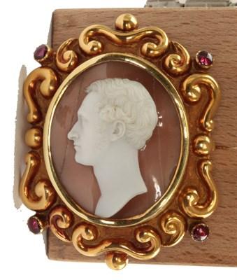 Lot 84 - A 19th century oval shell cameo set brooch