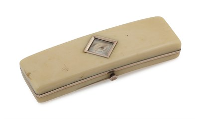 Lot 117 - A Georgian 'lover's eye' decorated mounted ivory toothpick box