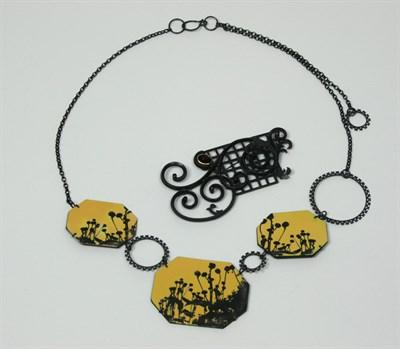 Lot 26 - SALLY GRANT - 'Rudbeckia' necklace