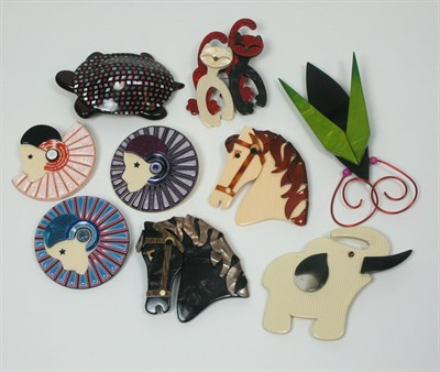Lot 45 - LEA STEIN - A collection of brooches