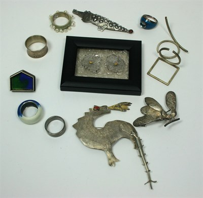 Lot 60 - A collection of items