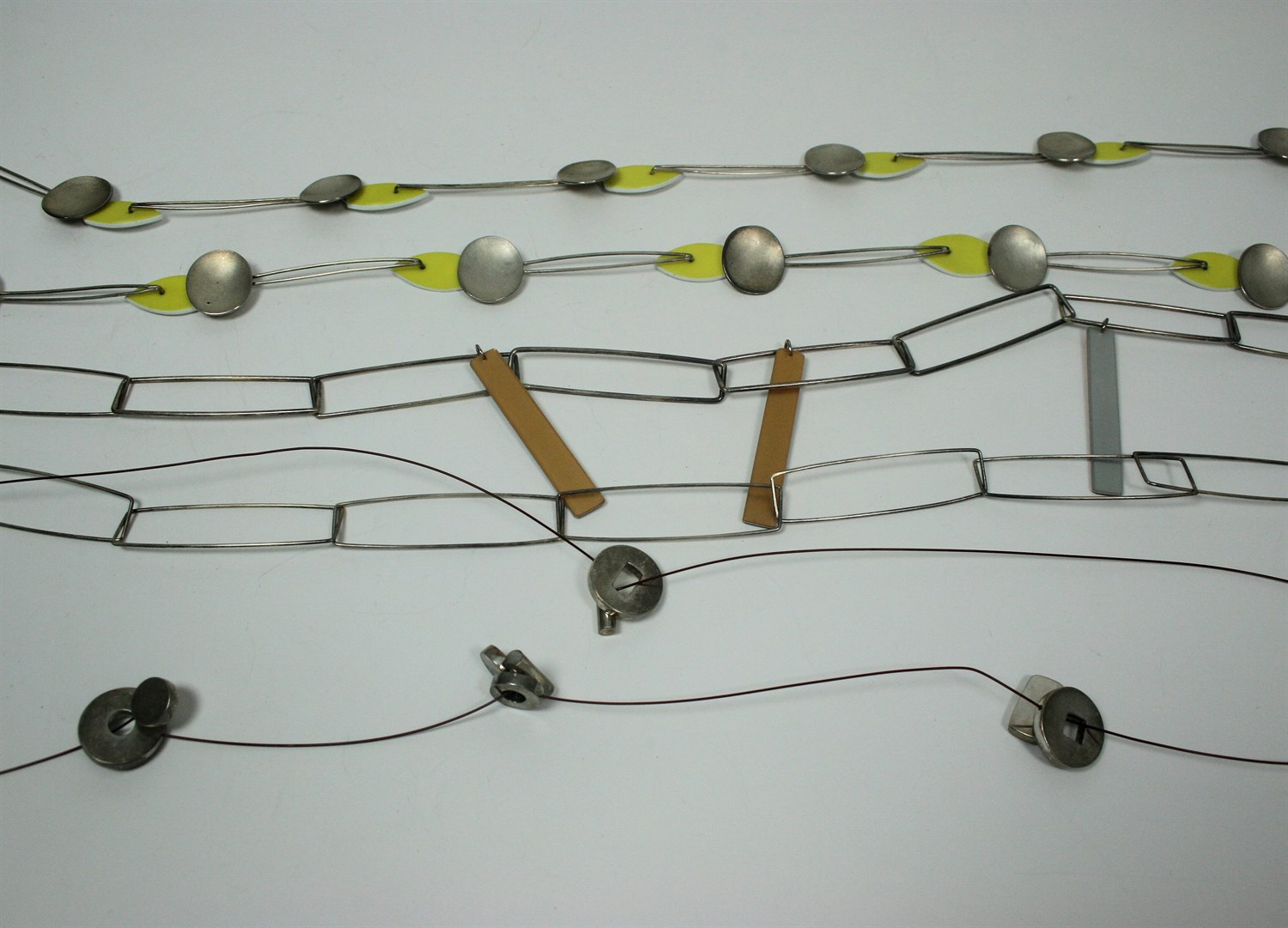 Lot 62 - A collection of jewellery
